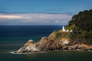 Coos Bay lighthouse closer copy